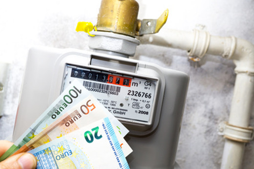 Gaszähler mit Geldscheinen © ghazii, fotolia.com
