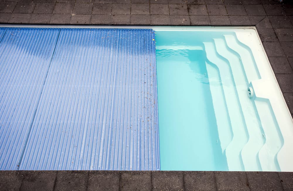 Bei Nichtbenutzung Pool abdecken © annebel146, stock.adobe.com