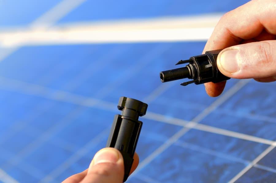 Inbetriebnahme eine Photovoltaikanlage © Gerhard Seybert, stock.adobe.com