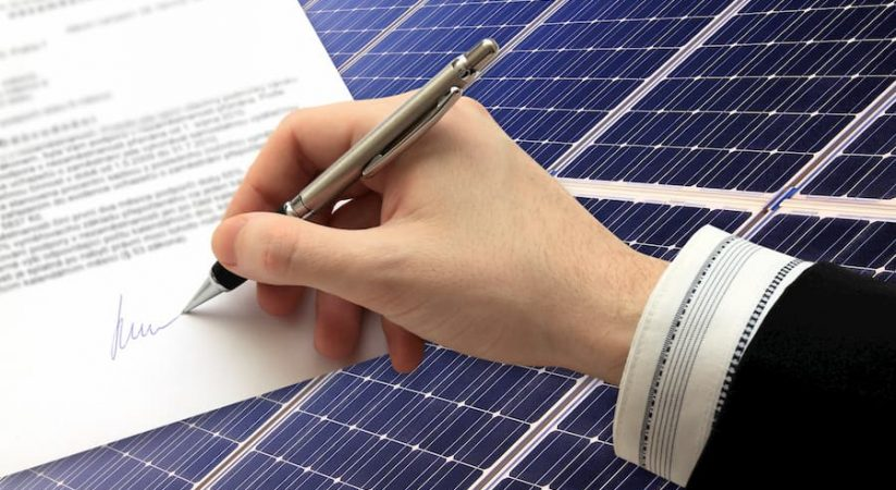 Solaranlage Vertrag © kajano, stock.adobe.com