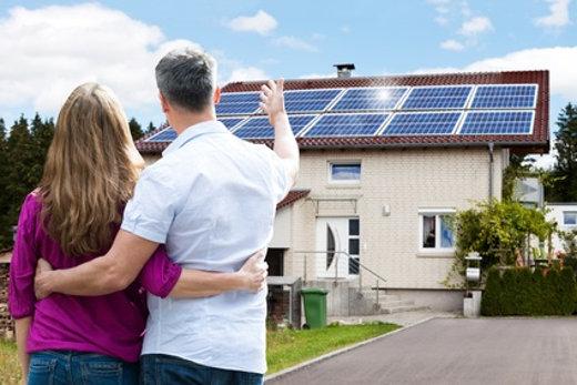 Kauf eines Haus mit Solaranlage © Andrey Popov, fotolia.com