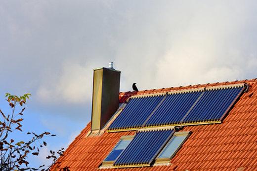 Solarthermie Röhrenkollektoren © reimax16, fotolia.com
