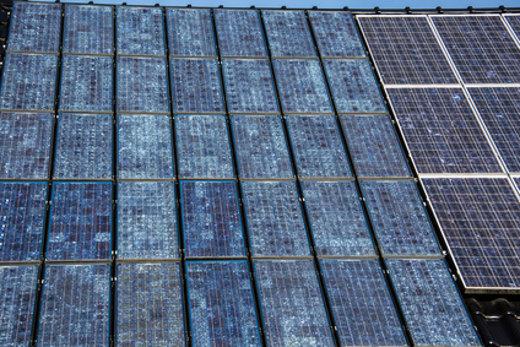 Solarzellen auf Hausdach © Dr. N. Lange © fotolia.com