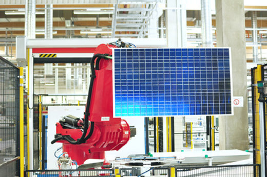 Arbeitsroboter Solarzellenherstellung © industrieblick, fotolia.com